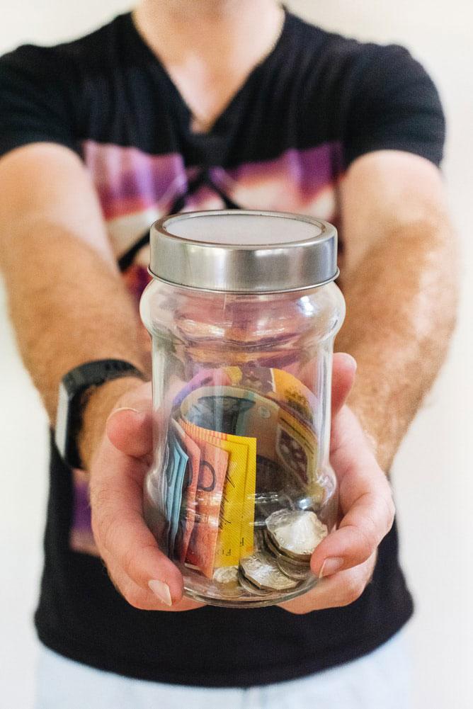 Et samlelån kan forbedre økonomien med mange tusind kroner på sigt. Det skyldes især, at samlelån giver lav rente og kun en enkelt omkostning fremfor mange.